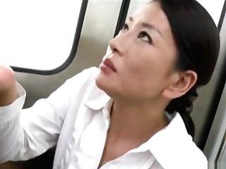 熟女olに電車内でフェラで犯される!!(two度抜き風) (nine:46min)